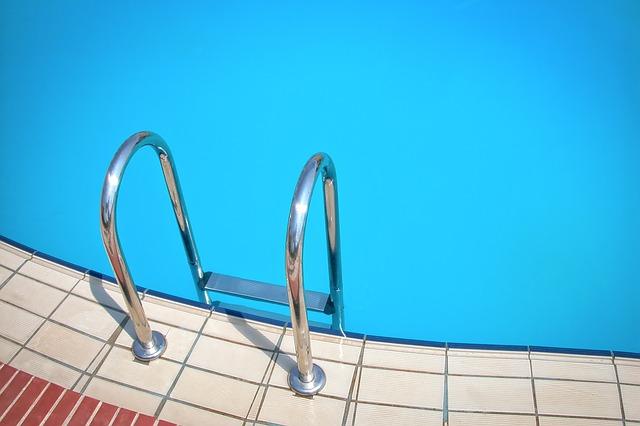 Připojte chlorinátor bazénu